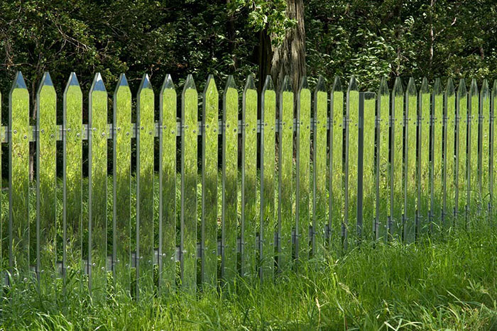 These Mirrored Fences Camouflage Themselves According To The Seasons