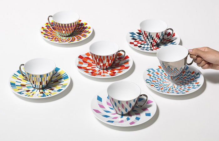 Mirror Teacups Reflect Colorful Patterns From The Saucers They're Placed On