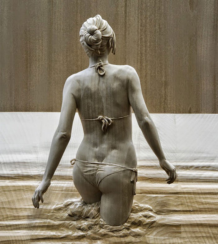 Incredibly Realistic Wood Sculptures Of People Hand-Carved By Peter Demetz
