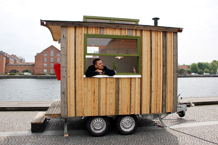 I Made A Tiny Office On Wheels So I Could Work In A Different Place Every Day