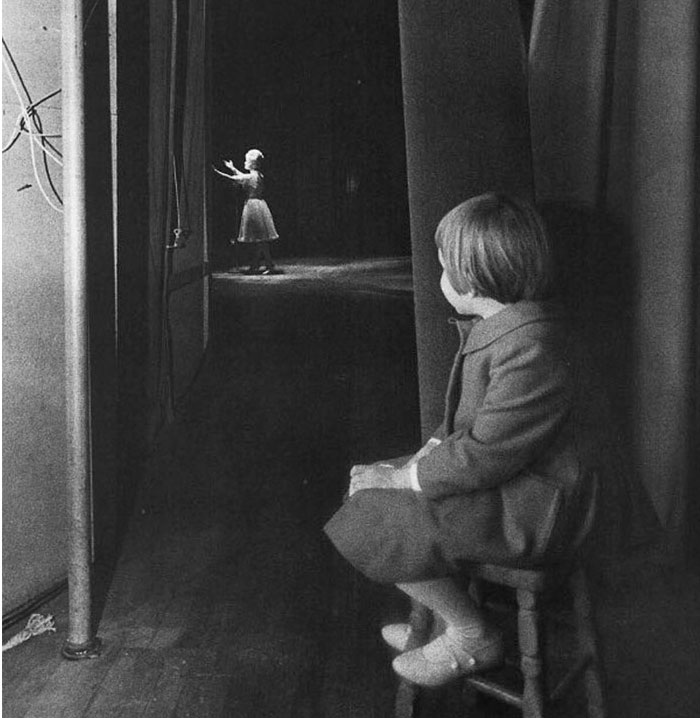 R.I.P. Young Carrie Fisher Watching Her Mother Debbie Reynolds Perform On Stage In 1963