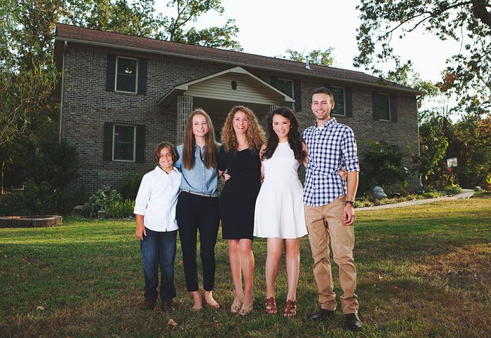 Mother Of Four Builds House All By Herself Using Just Youtube Tutorials, But There's More To It Than That