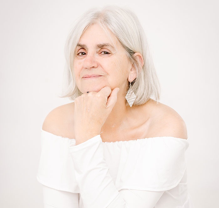 My 15 Portraits Of Women With Grey Hair Inspire People To Embrace Their Natural Beauty