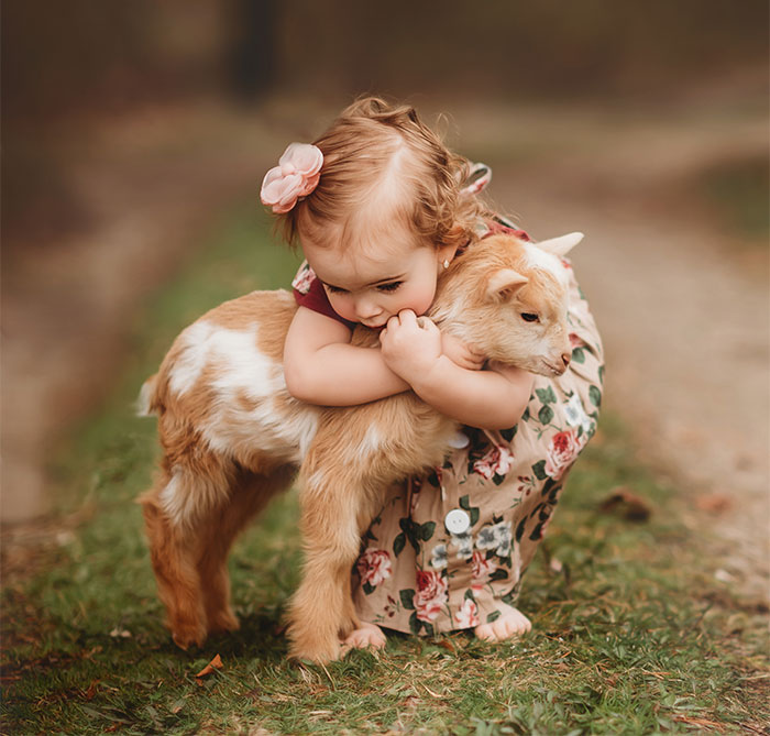 I Photograph The Innocent Moments Of Children With Animals (30 Pics)