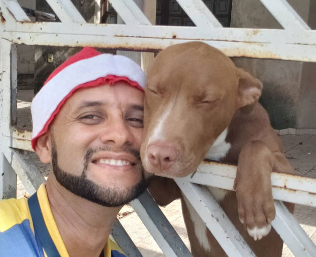 Mailman Takes Selfies With Every Animal That He Befriends While On His Job (30 Pics)