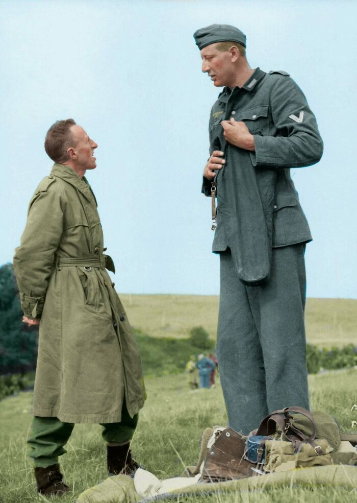 7'3'' (221cm) Jakob Nacken, The Tallest Nazi Soldier Ever Chatting With 5'3'' (160cm) Canadian Corporal Bob Roberts After Surrendering To Him Near Calais, France In September Of 1944