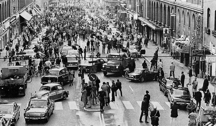 September 3, 1967: The Day Sweden Switched From Driving On The Left To The Right Side Of The Road
