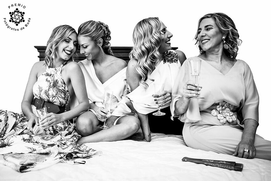Just Ladies In This Sweet Moment Caught By Gloria Montaño