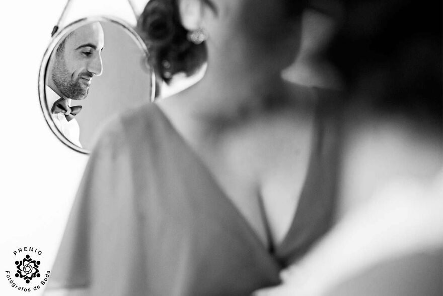 Amazing Framing Of The Groom By Yago Carcell