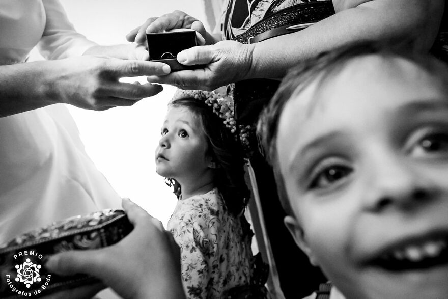 Superb Framing And Expressions In This Photo By Miguel Bolaños