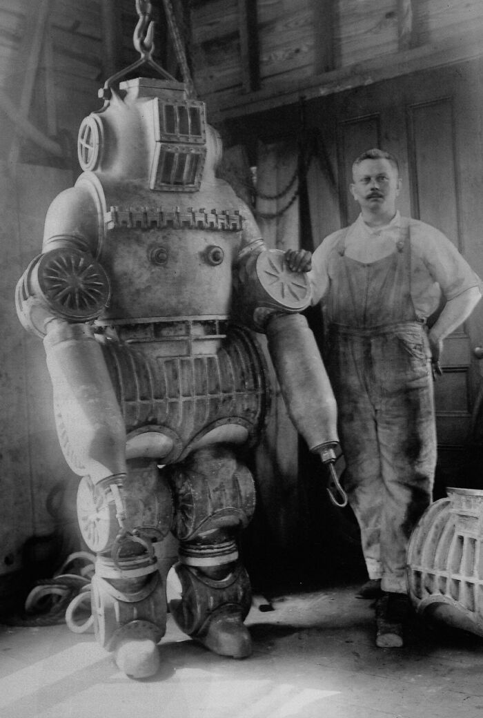 1911: Chester Mcduffee And His Ads Diving Suit, Aluminum Alloy Weighing 485 Lbs/200 Kg