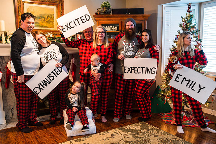 50 Times People Greeted Christmas With A Sense Of Humor