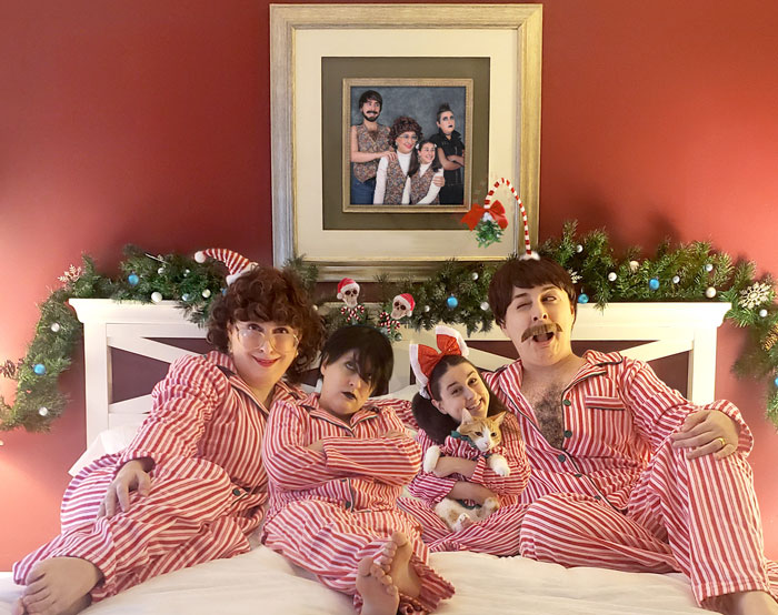 I Photoshopped Myself Into 4 Pretend Family Members To Send Awkward Holiday Cards To My Actual Family