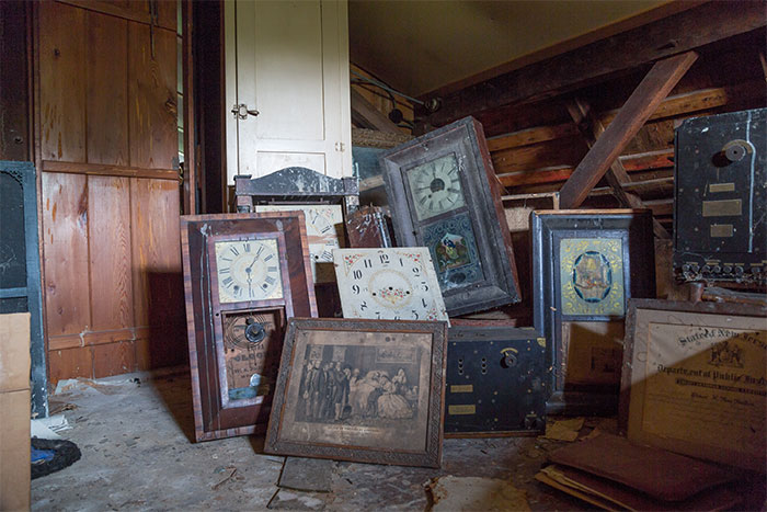 I Found An Abandoned 19-Century Cottage That Belonged To An Enigmatic Clockmaker And Collector Of Curios (27 Pics)