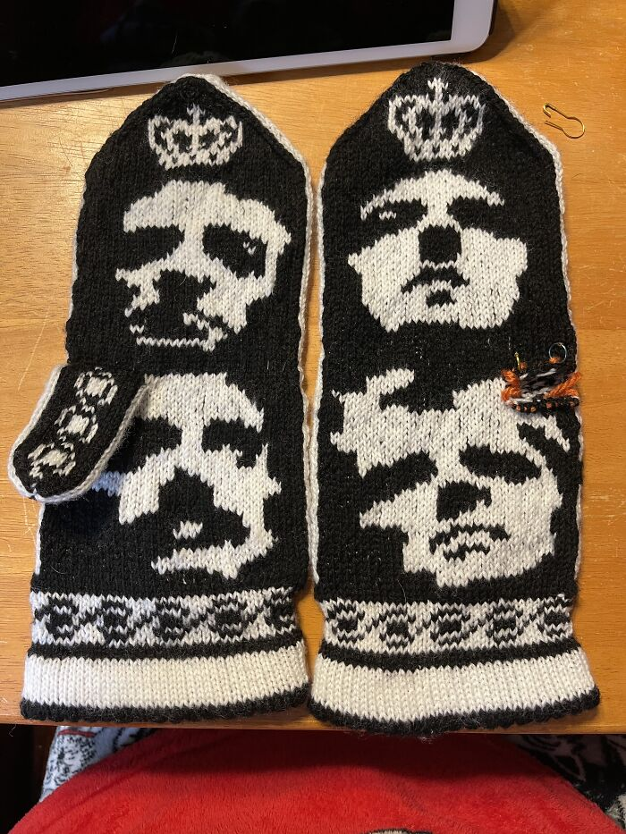 Queen Mittens I Knitted (Pt 2) Still Had One Thumb To Do
