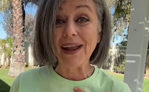 """Woman In Her 50s Gets Told She's """"Too Old To Dress Like A Teenager"""" - Responds With Her Outfit"""