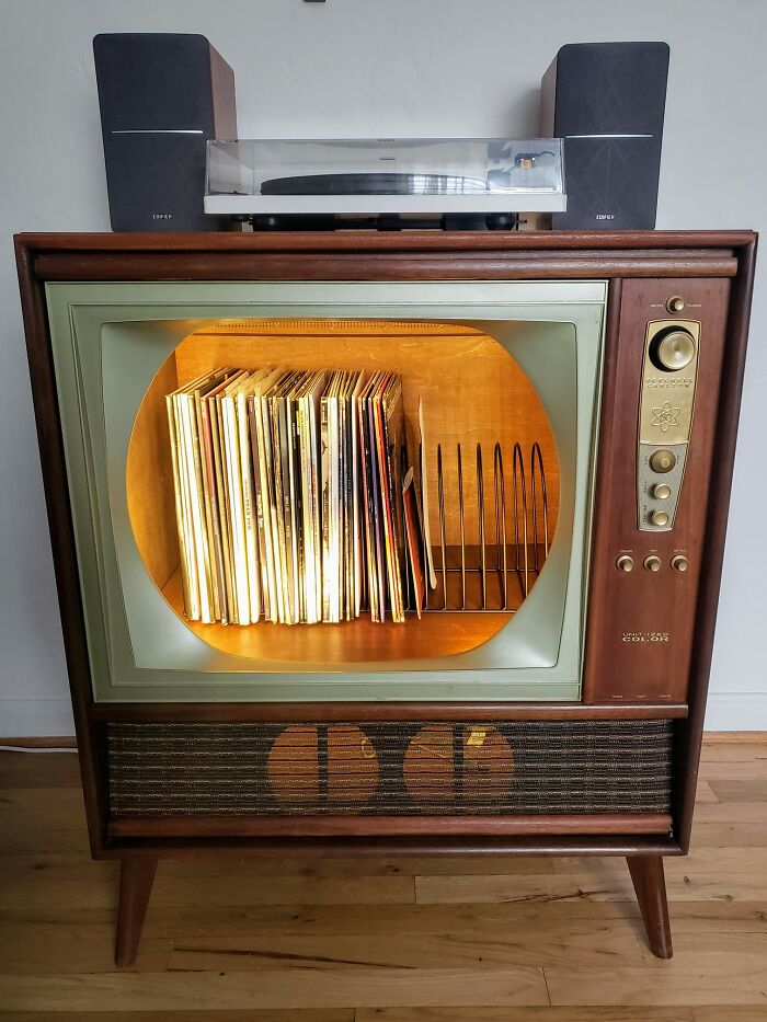 I Am Also Jumping On The Vintage TV Trend!