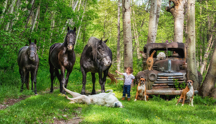 """I Created A Photo Project Called """"Farmily"""" Where I Capture Families And All Their Animals (30 Pics)"""