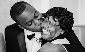 Here Are 15 Beautiful Moments We Captured Between Kids And Their Mothers In Weddings (15 Pics)